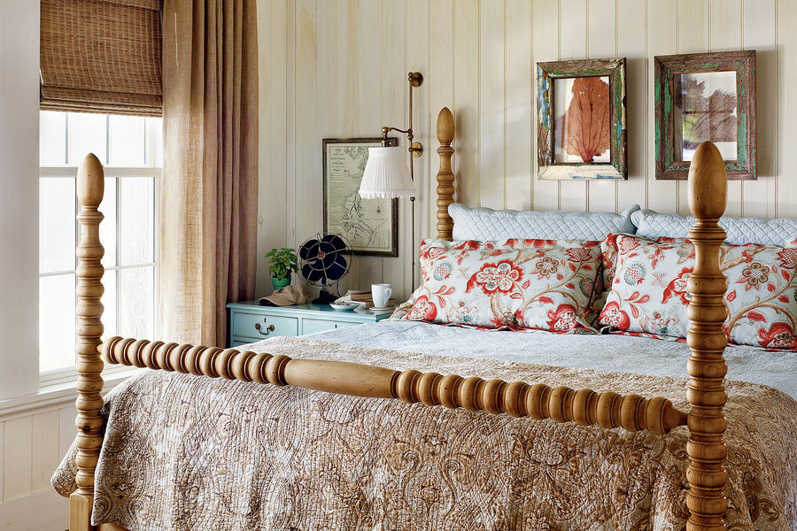 Casual coastal bedroom master bedroom decorating ideas for Casual master bedroom ideas