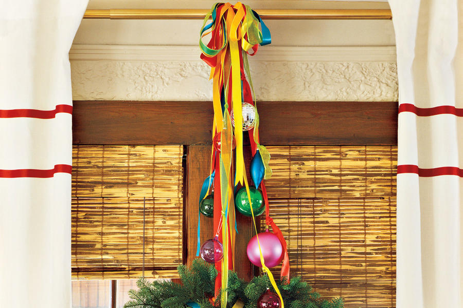 Christmas Decorating Ideas: Curtain Rod Wreath