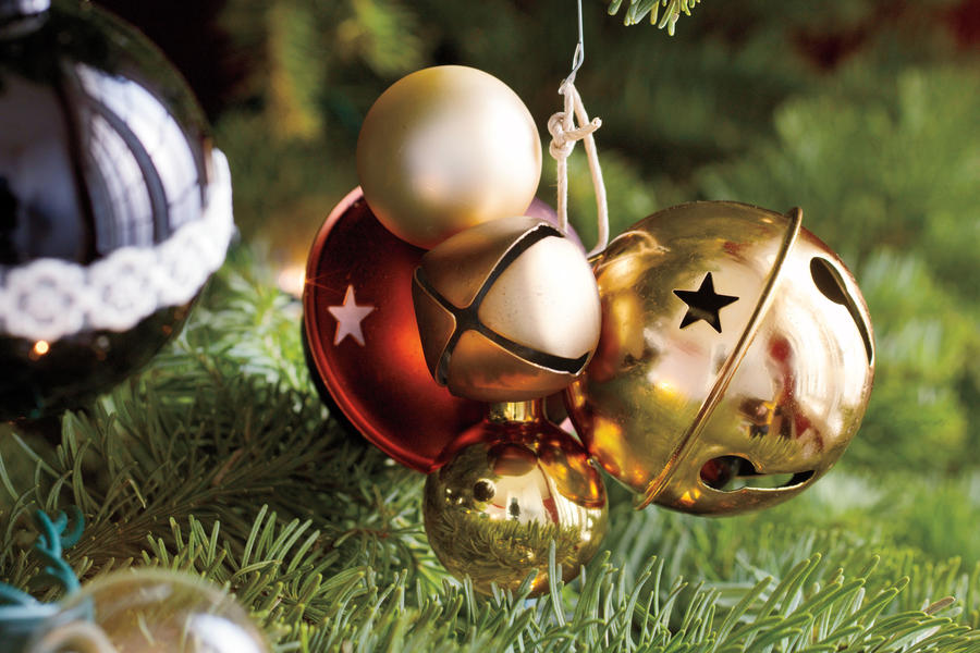 Christmas Decorating Ideas: Bell Ornaments