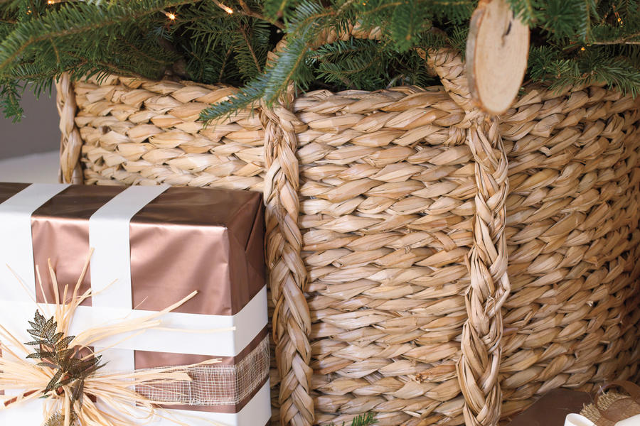 Christmas Decorating Ideas: Tree Basket