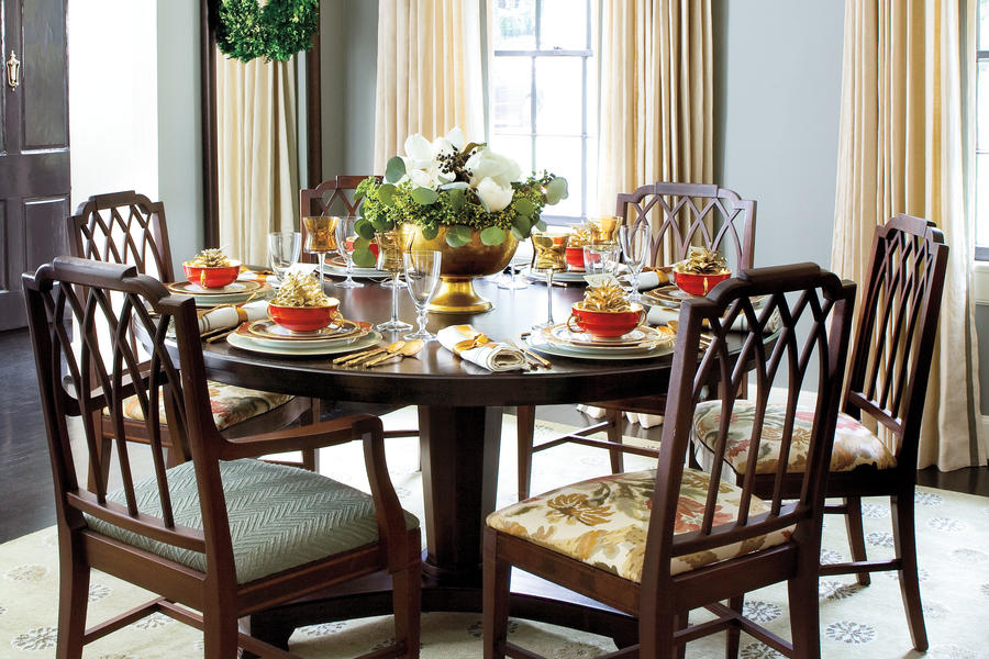 Christmas Decorating Ideas: Round Dining Table