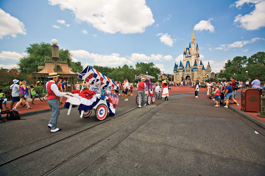 walt disney world main street usa parade