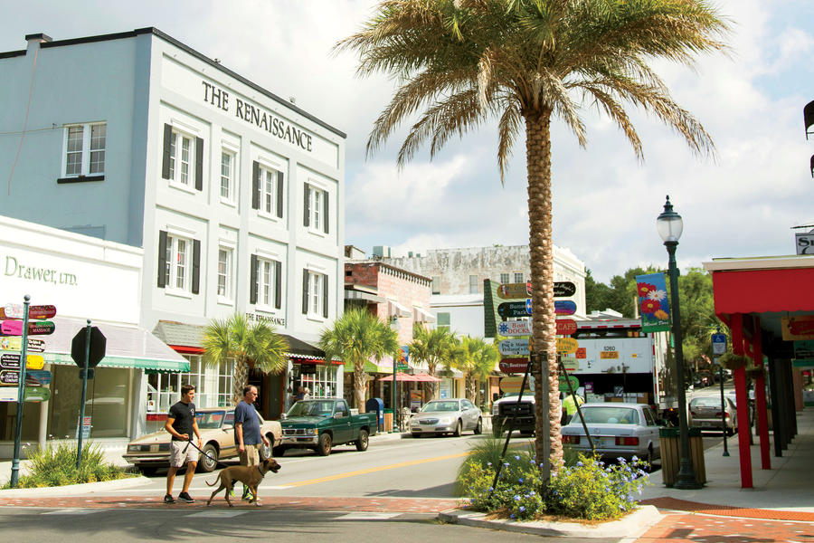 Small towns we love southern living for Best small towns to live in in florida