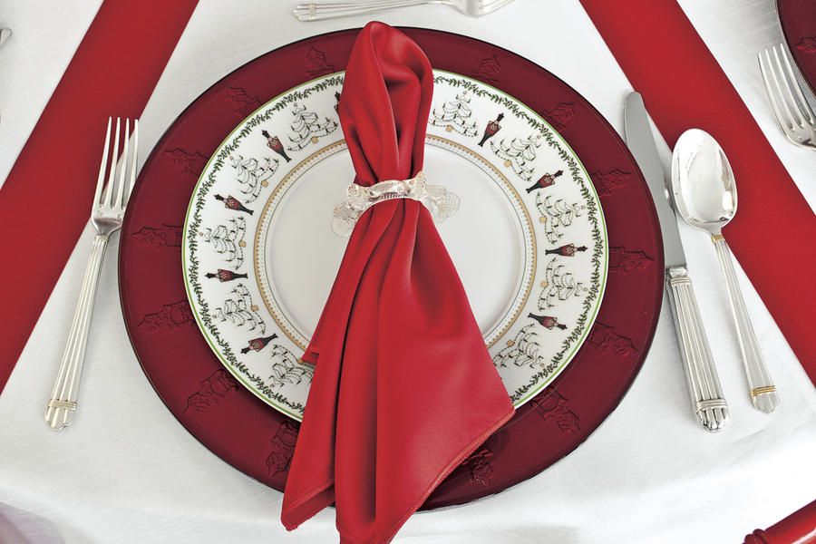 Christmas Table Setting candy striped table setting