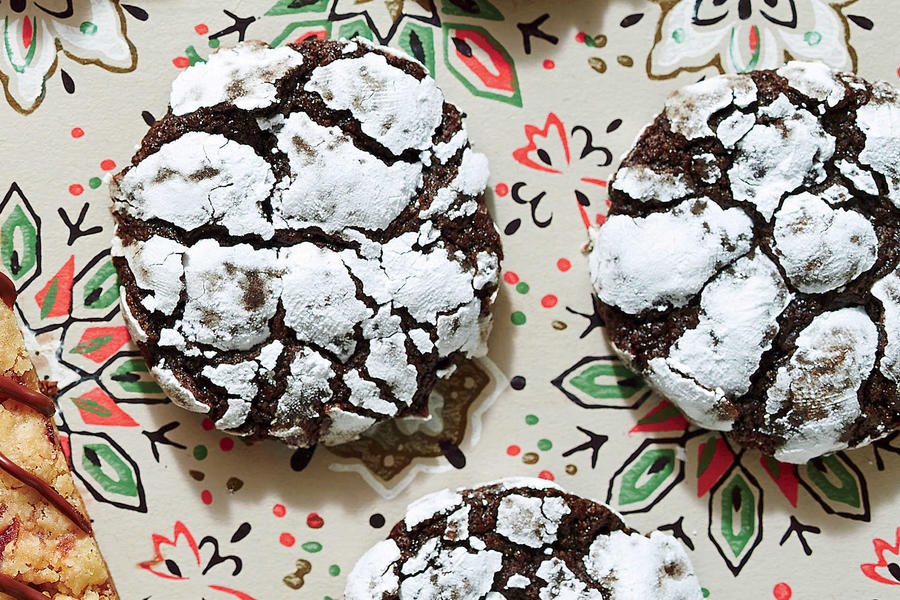 Chocolate Peppermint Crackle Cookies