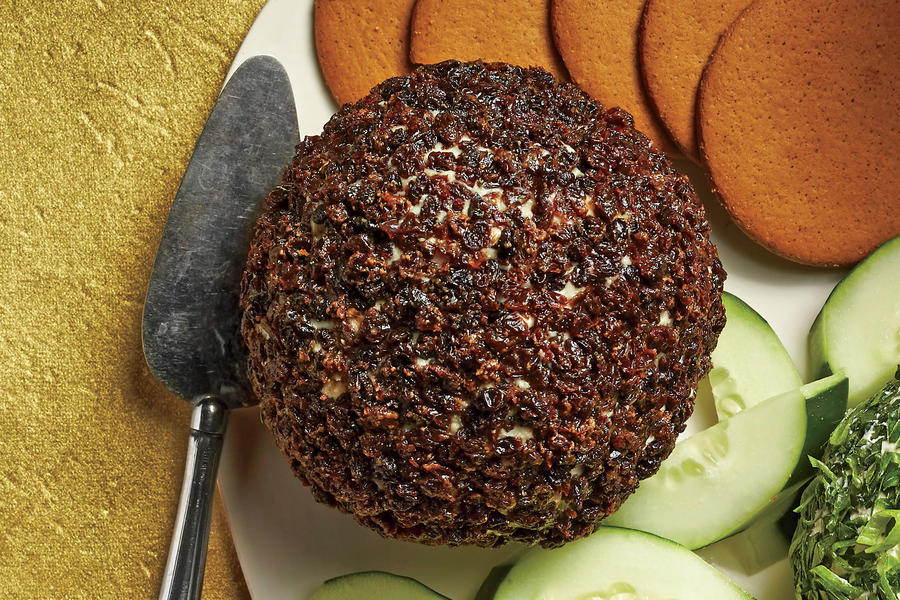 Blue Cheese-Red Currant Cheese Ball