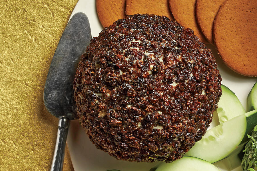 Blue Cheese Red-Currant Cheese Ball