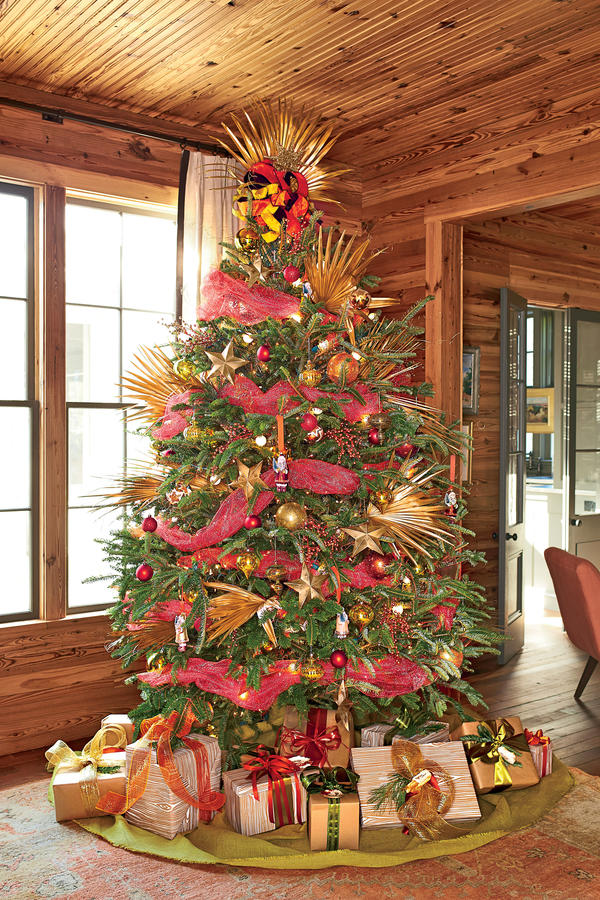 25 Beautiful Christmas Tree Decorating Ideas | DesignRulz