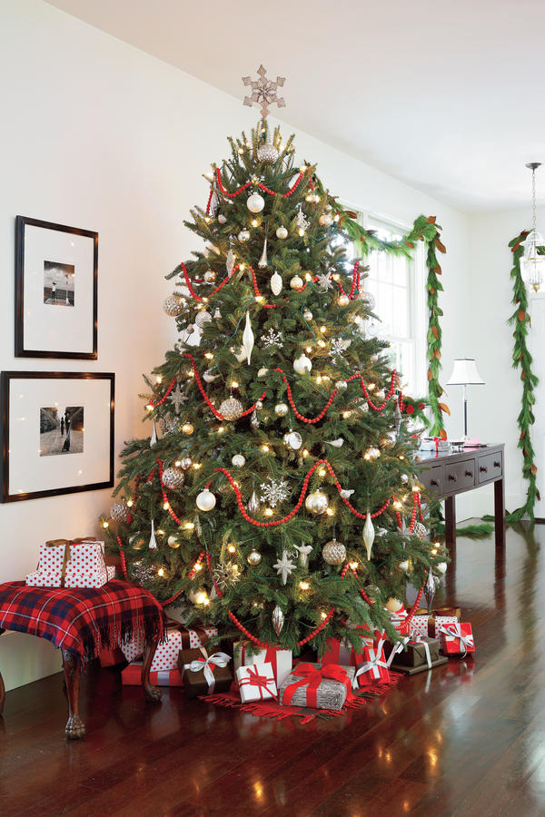 Gallery for gt red and silver decorated christmas tree
