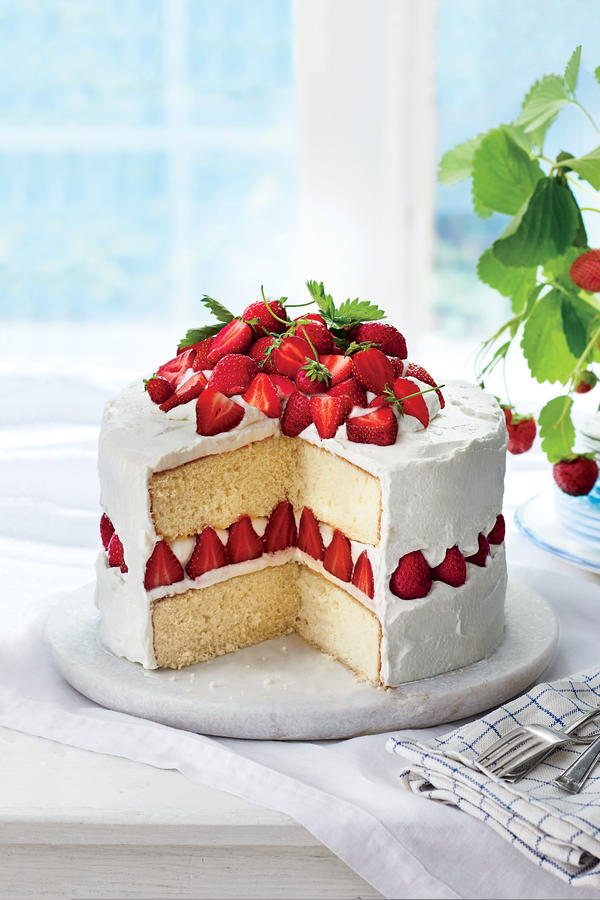 Healthy strawberry cake recipe from scratch