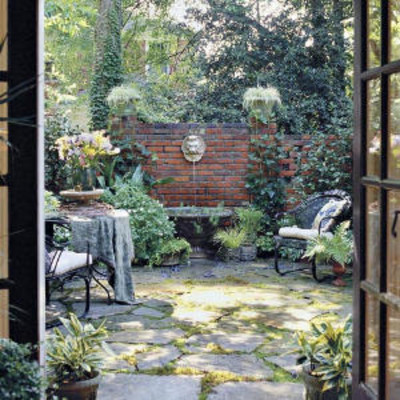 Classic courtyards shady courtyard classic courtyards for Courtyard garden ideas