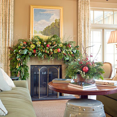Holiday mantel decorating ideas southern living for Cheerful nature