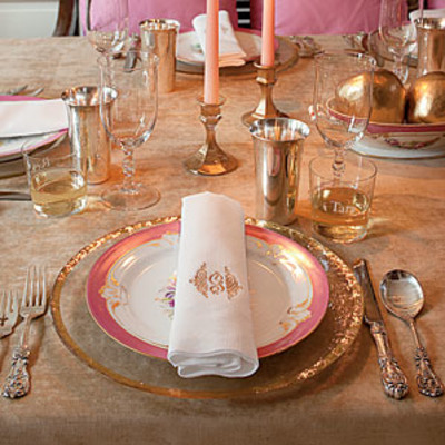 Sparkling thanksgiving table setting southern living for Elegant table setting for thanksgiving
