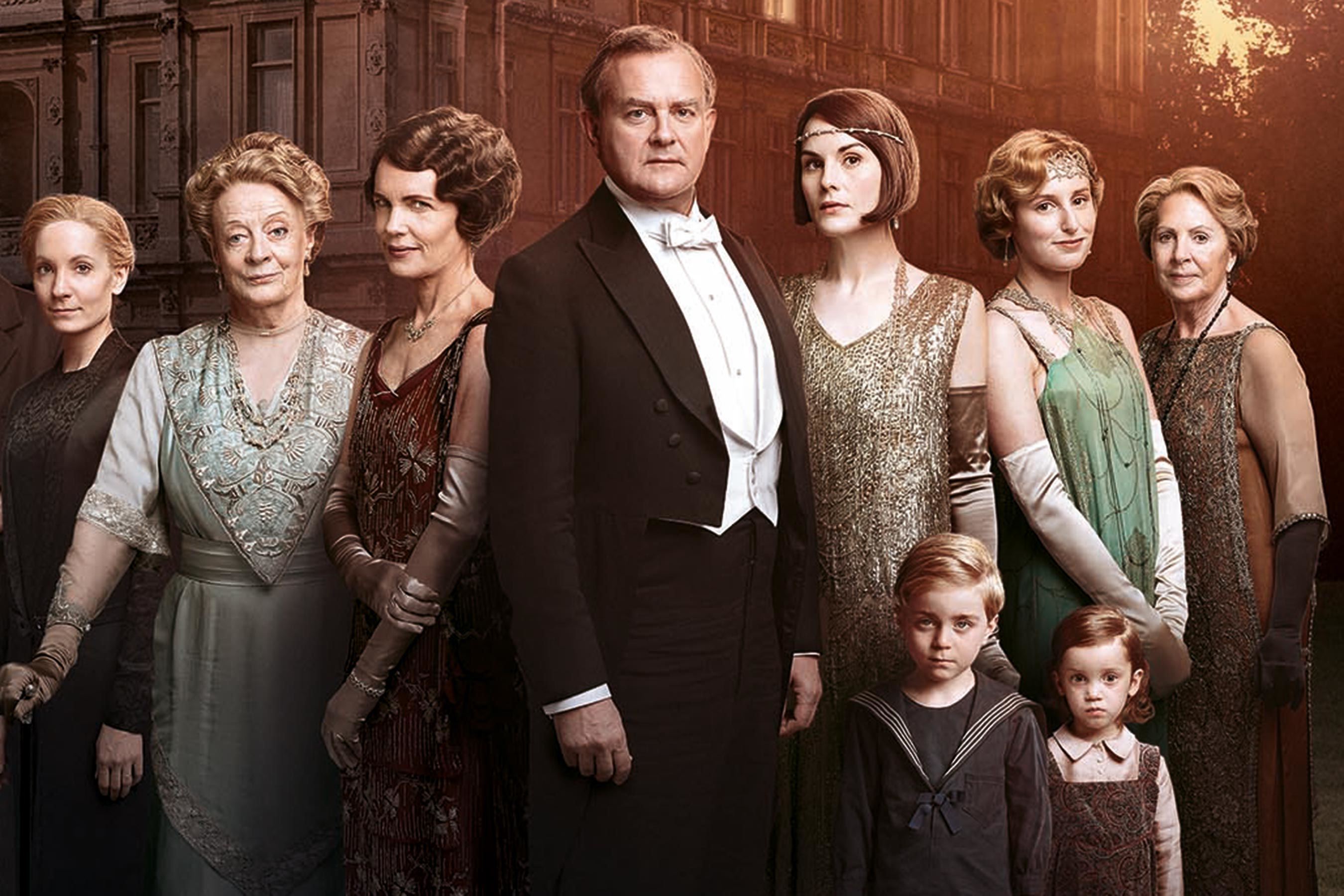 Violet Crawley Loves Memes? Here's How Co-Stars Got Maggie Smith Laughing on the <i>Downton Abbey</i> Set