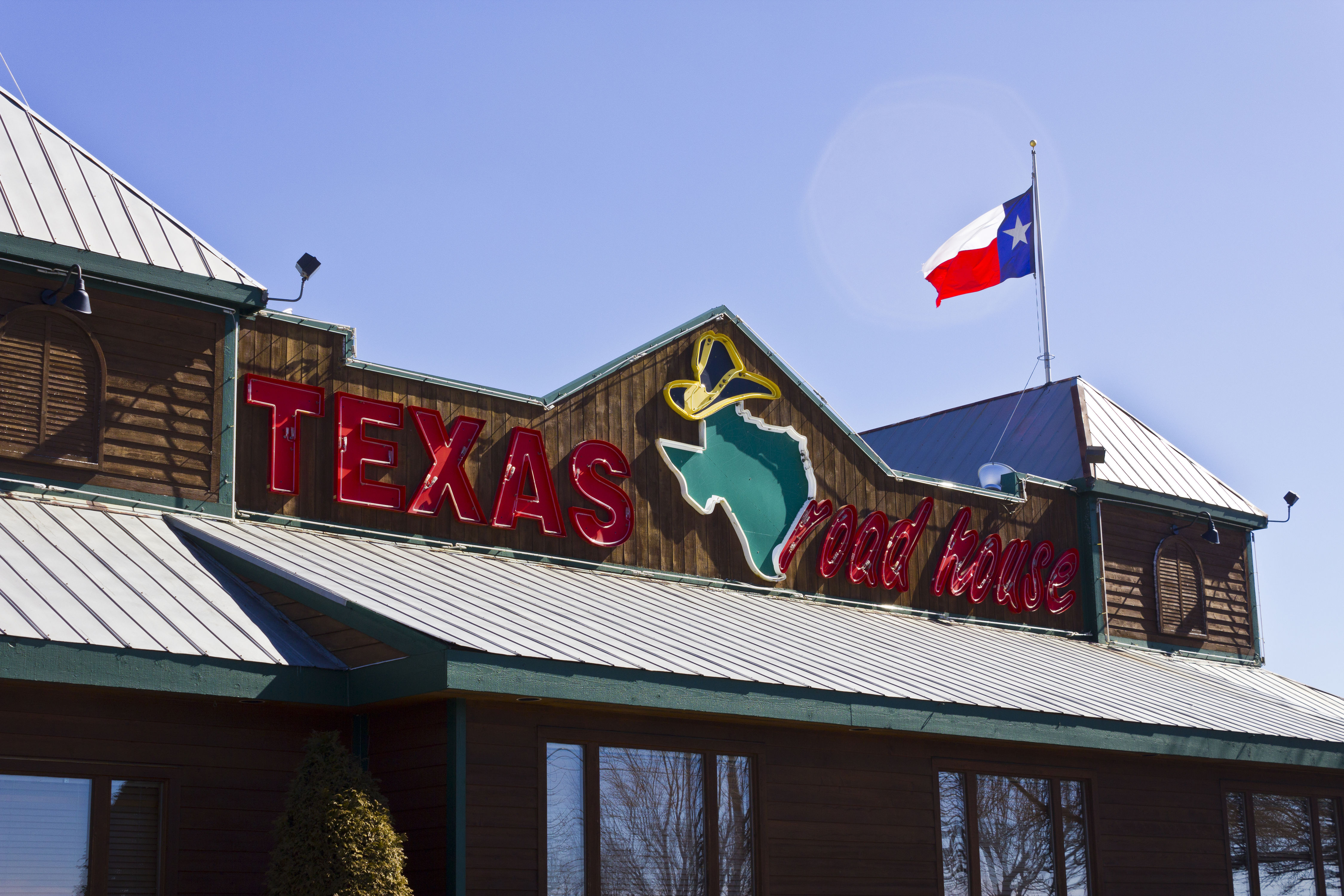 This Couple Has Eaten at the Same Texas Roadhouse Six Days a Week for 15 Years