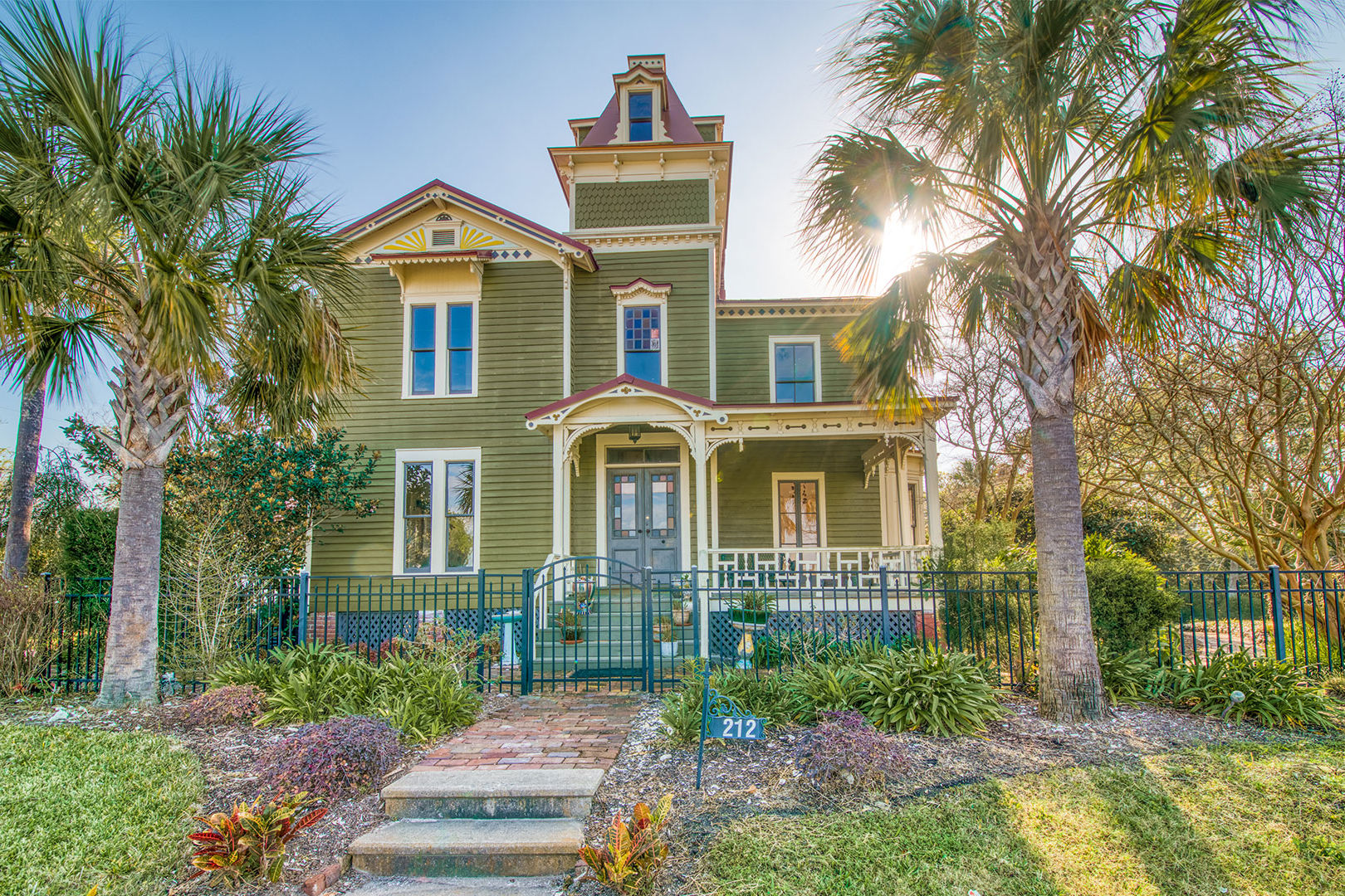 Checking Out Pippi Longstocking From >> Check Out Pippi Longstocking S House For Sale In Florida S Beautiful