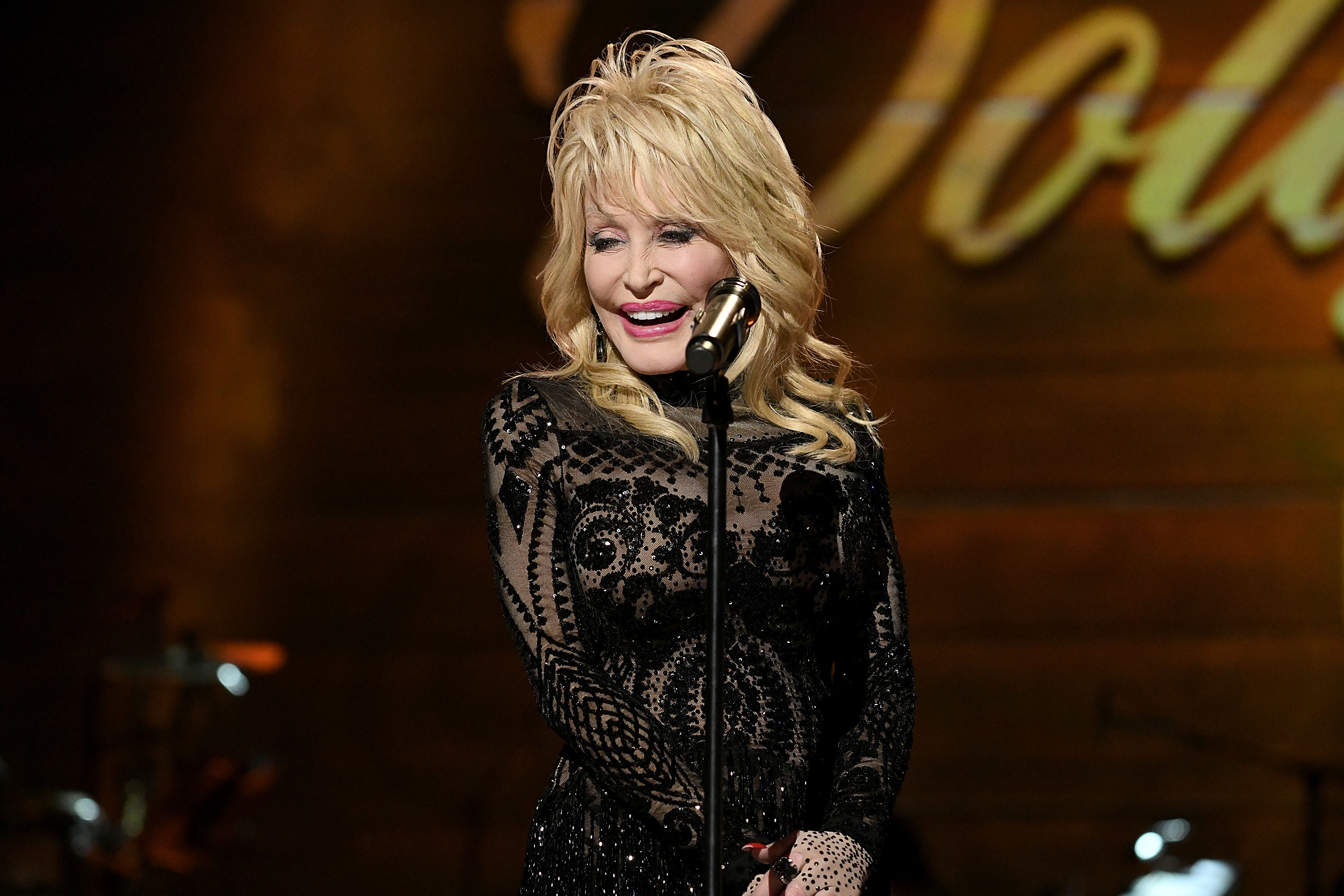 Dolly Parton Will Be Voice of NFL Draft 2019