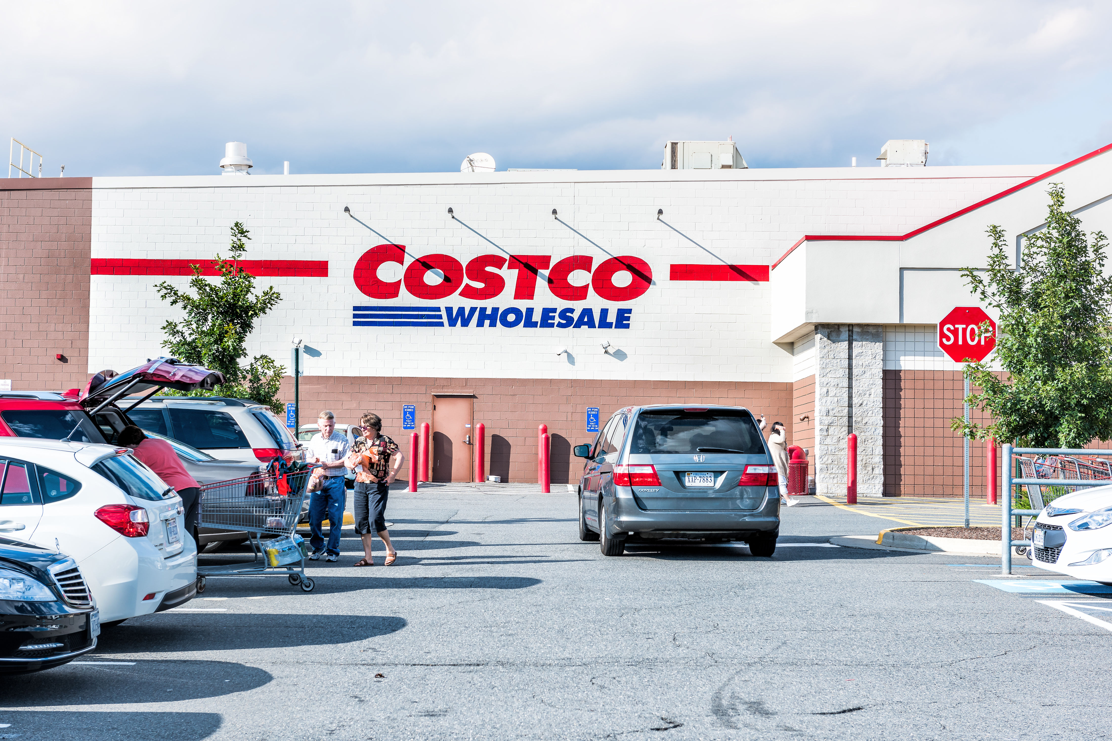 WATCH: This Is a Costco Manager's Annual Salary