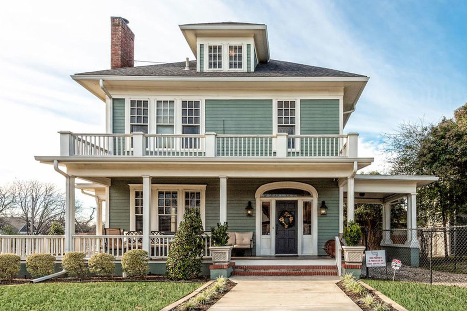 One of <i>Fixer Upper</i>'s Most Memorable (and Massive!) Homes Is Available to Rent