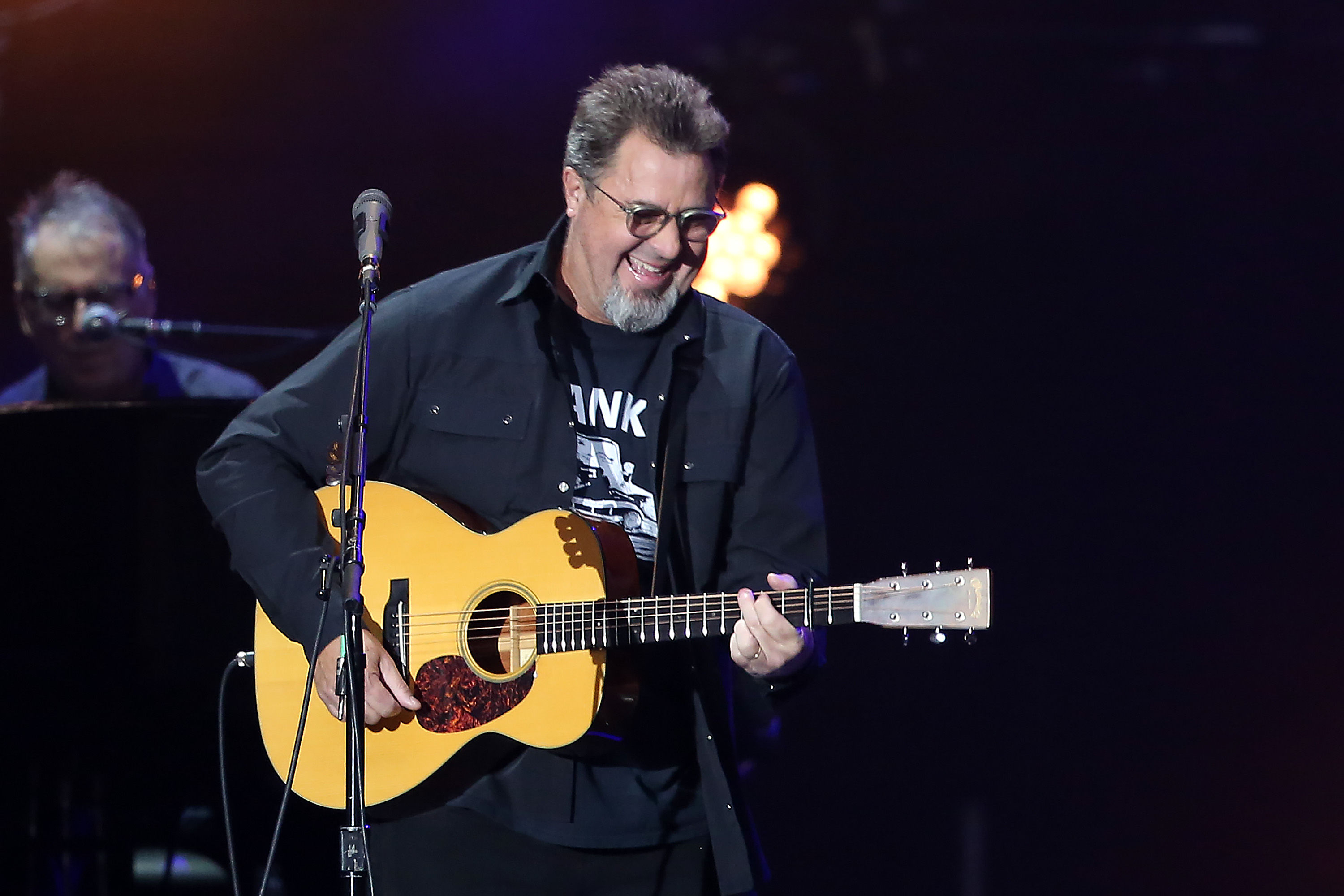 Watch Vince Gill Make 94-Year-Old's Dreams Come True at Knoxville Concert