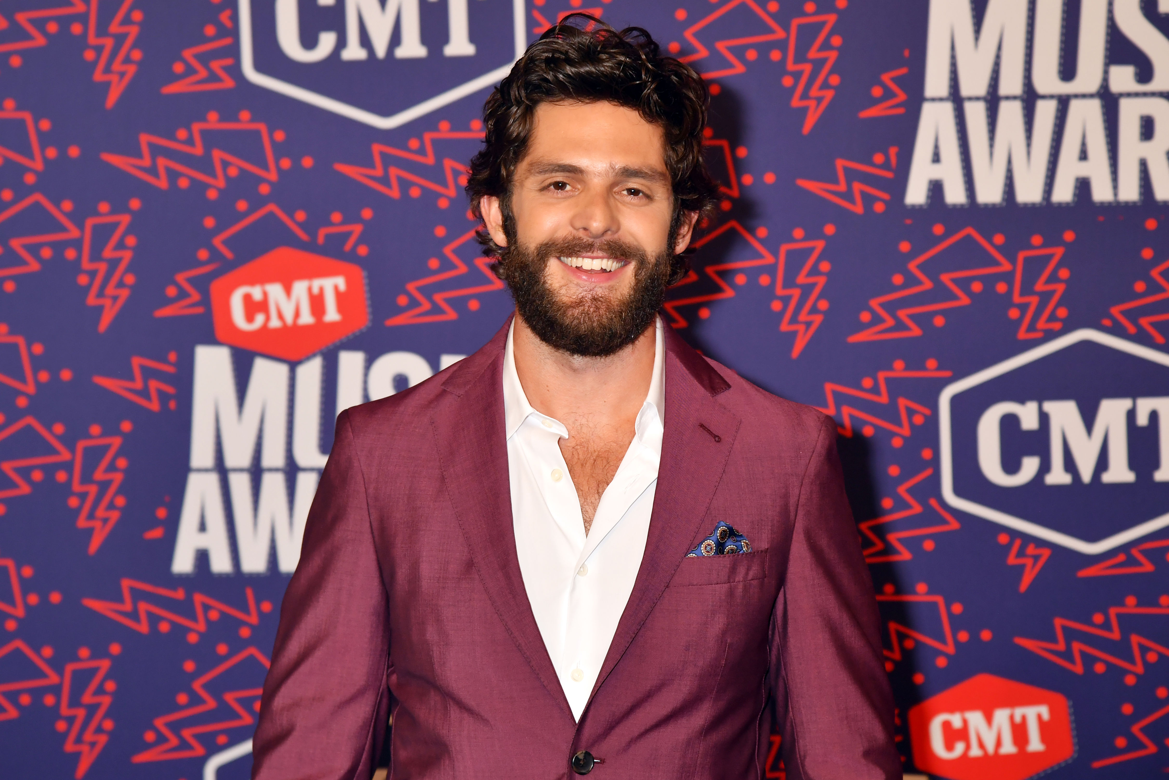 "Watch Thomas Rhett Perform Tender New Song, ""To the Guys That Date My Girls"""