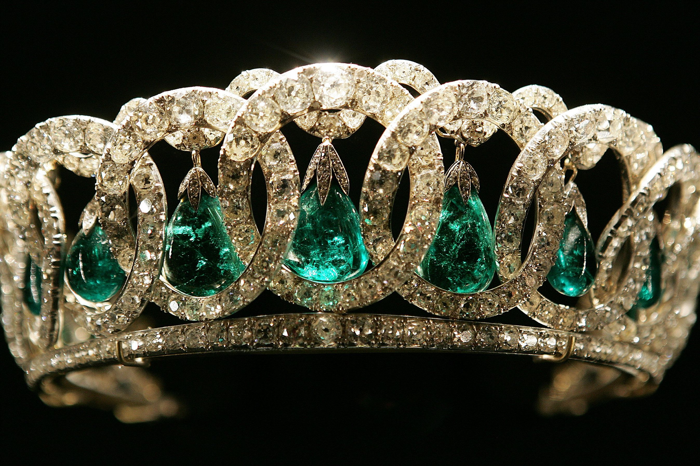 A Replica of Queen Elizabeth II's Stunning Vladimir Tiara Has a Cameo in the <i>Downton Abbey</i> Movie