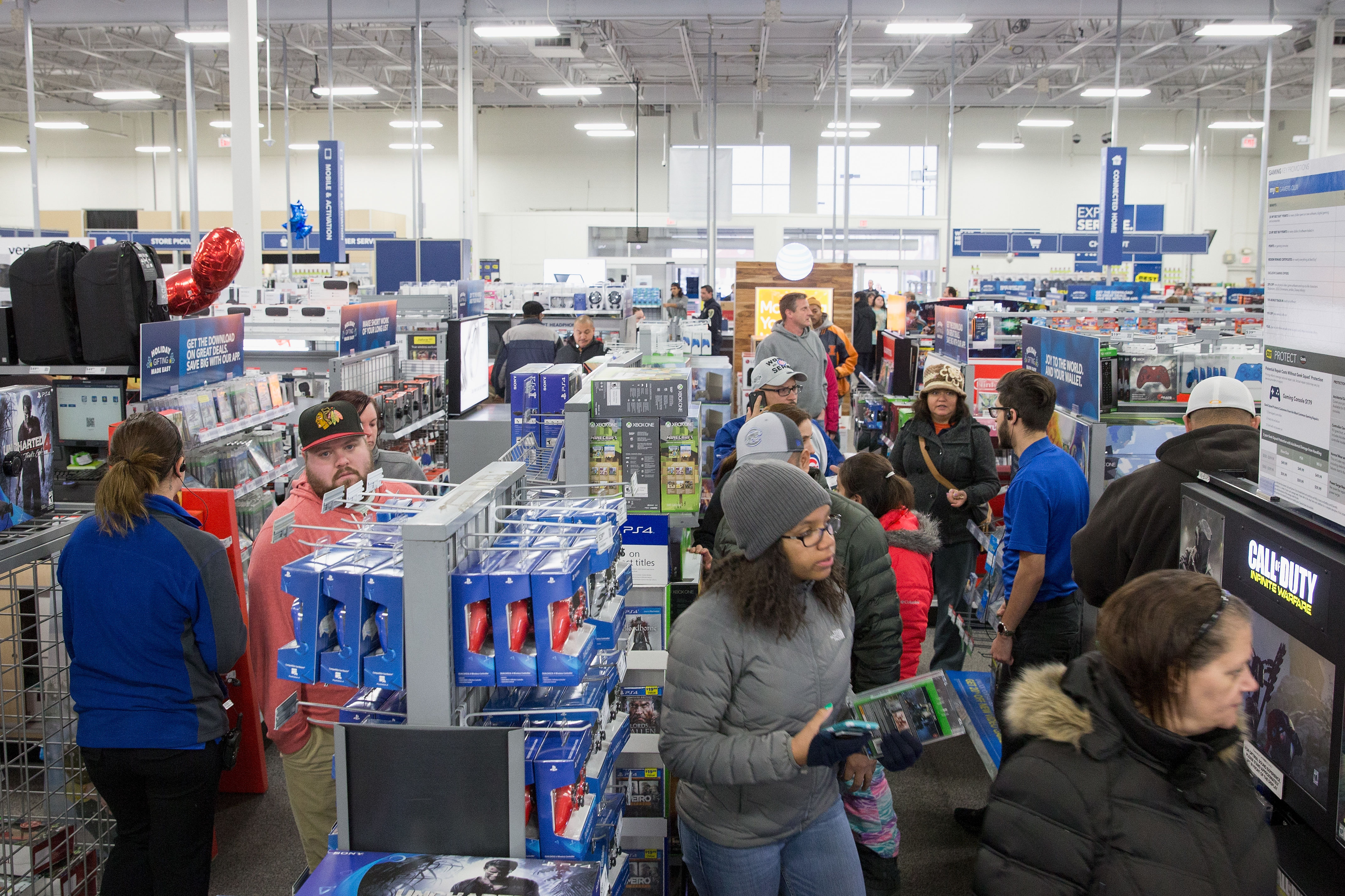 Here are the Hours for 16 Major Stores Open on Christmas Eve