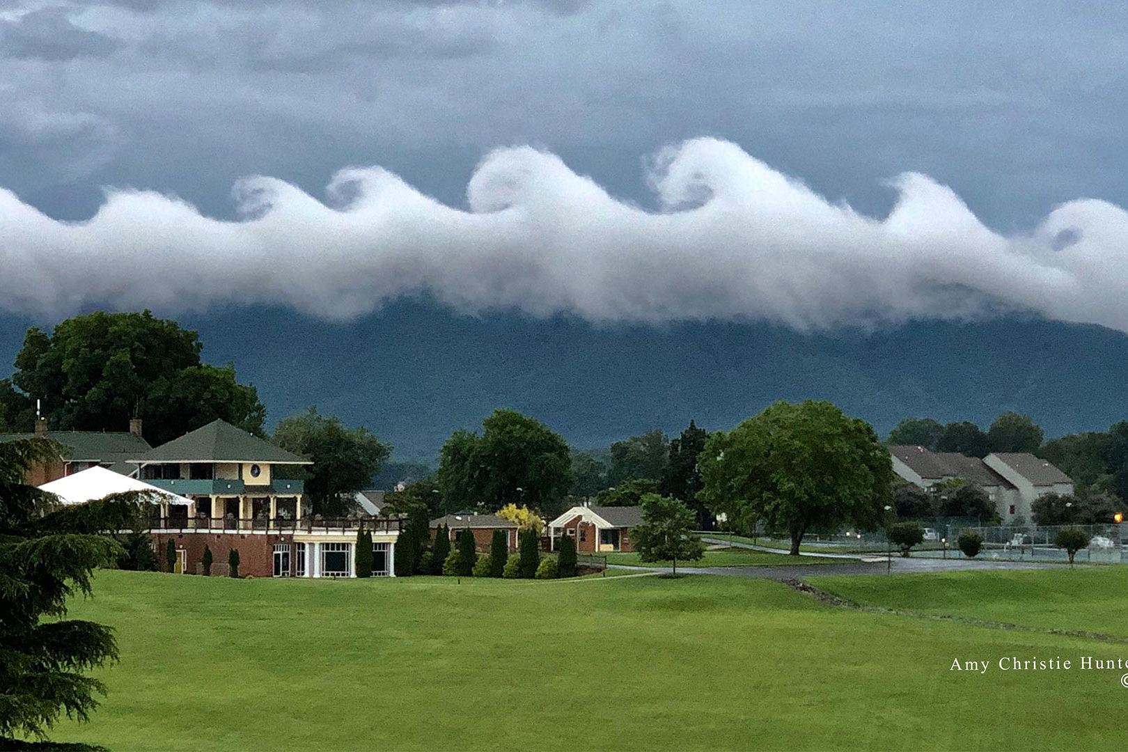 Rare Wave-Like Clouds Roll Over Virginia in Viral Photo: 'Mother Nature Was Putting on a Show!'