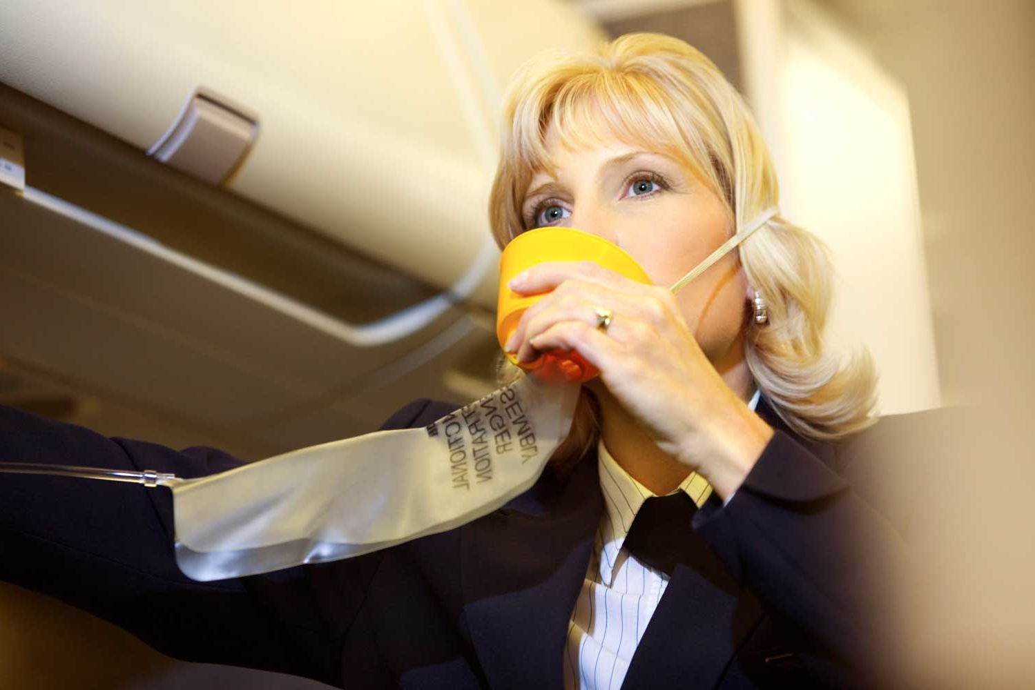 This Is How You Should Use Your Airplane Oxygen Mask