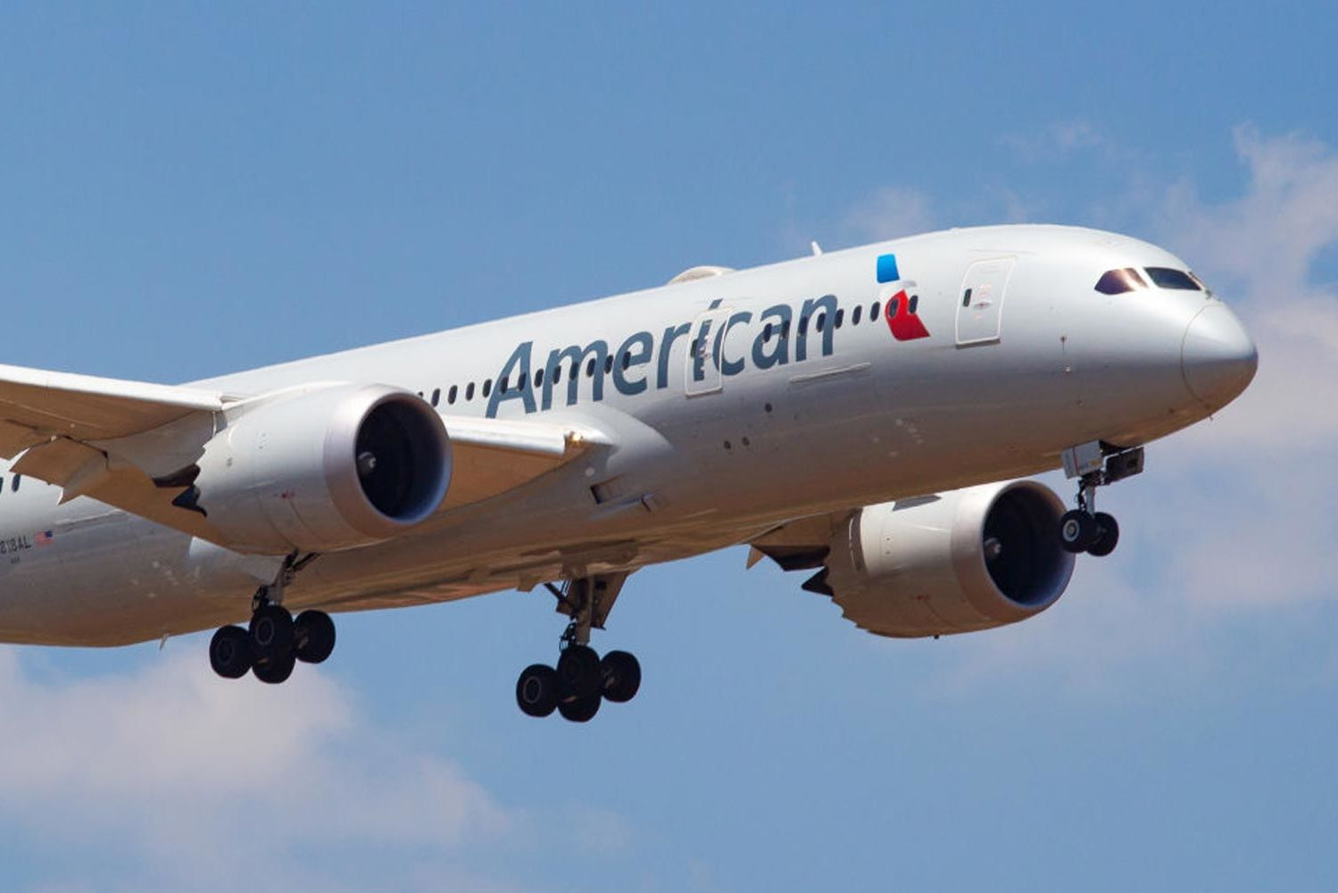 This American Airlines Worker's Tarmac Dance Is 'Pure Joy' to Watch