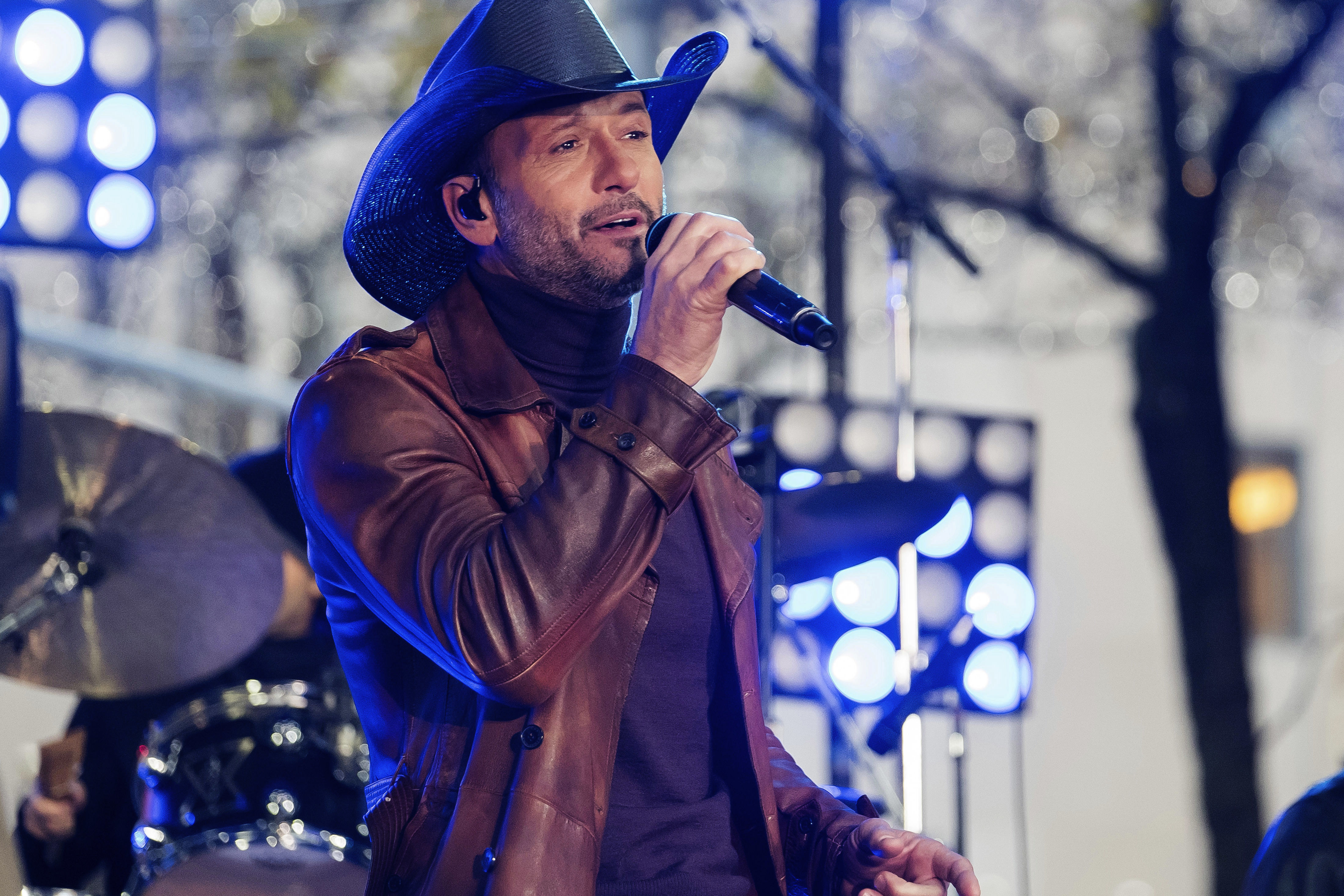 Country Music Star Tim McGraw Collapses Onstage During a Performance in Ireland
