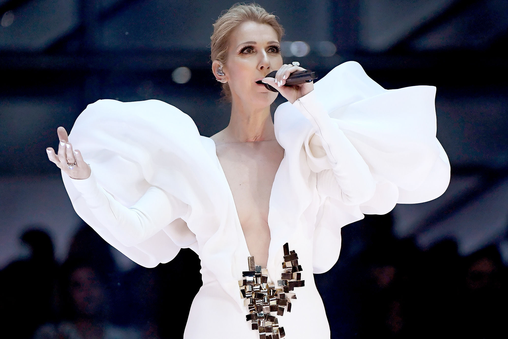 Céline Dion Celebrates 20th Anniversary of 'My Heart Will Go On' with Emotional Performance