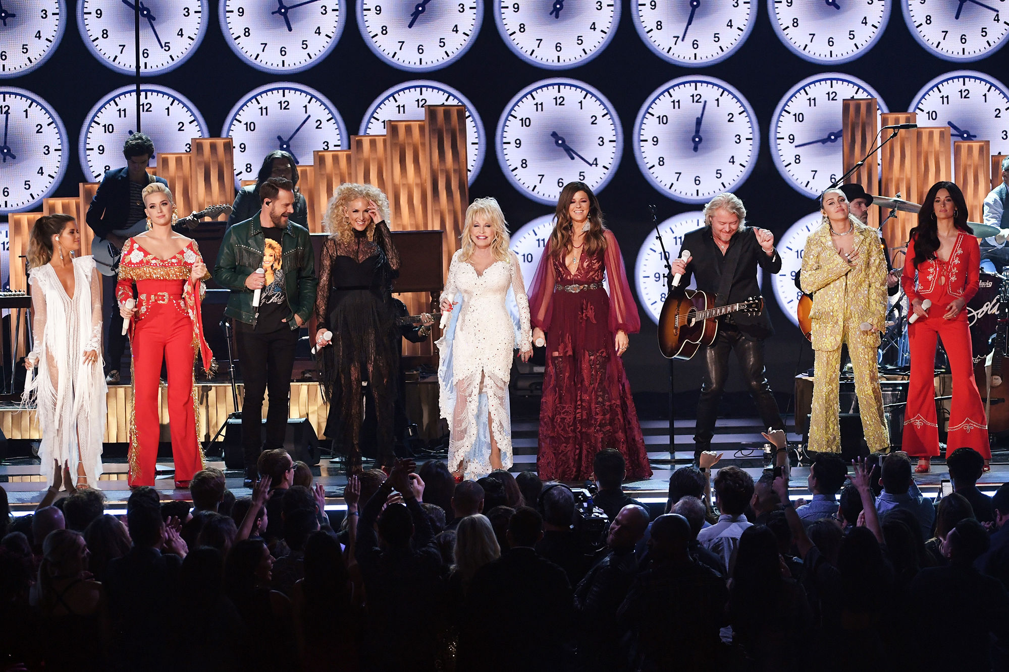 Miley Cyrus, Kacey Musgraves & More Bring Audience to Their Feet with Dolly Parton Grammys Tribute