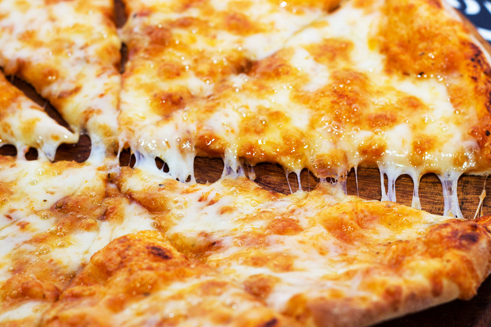 Ordered an Extra Cheese Pizza? Here's How Much You Actually Get, According to Reddit