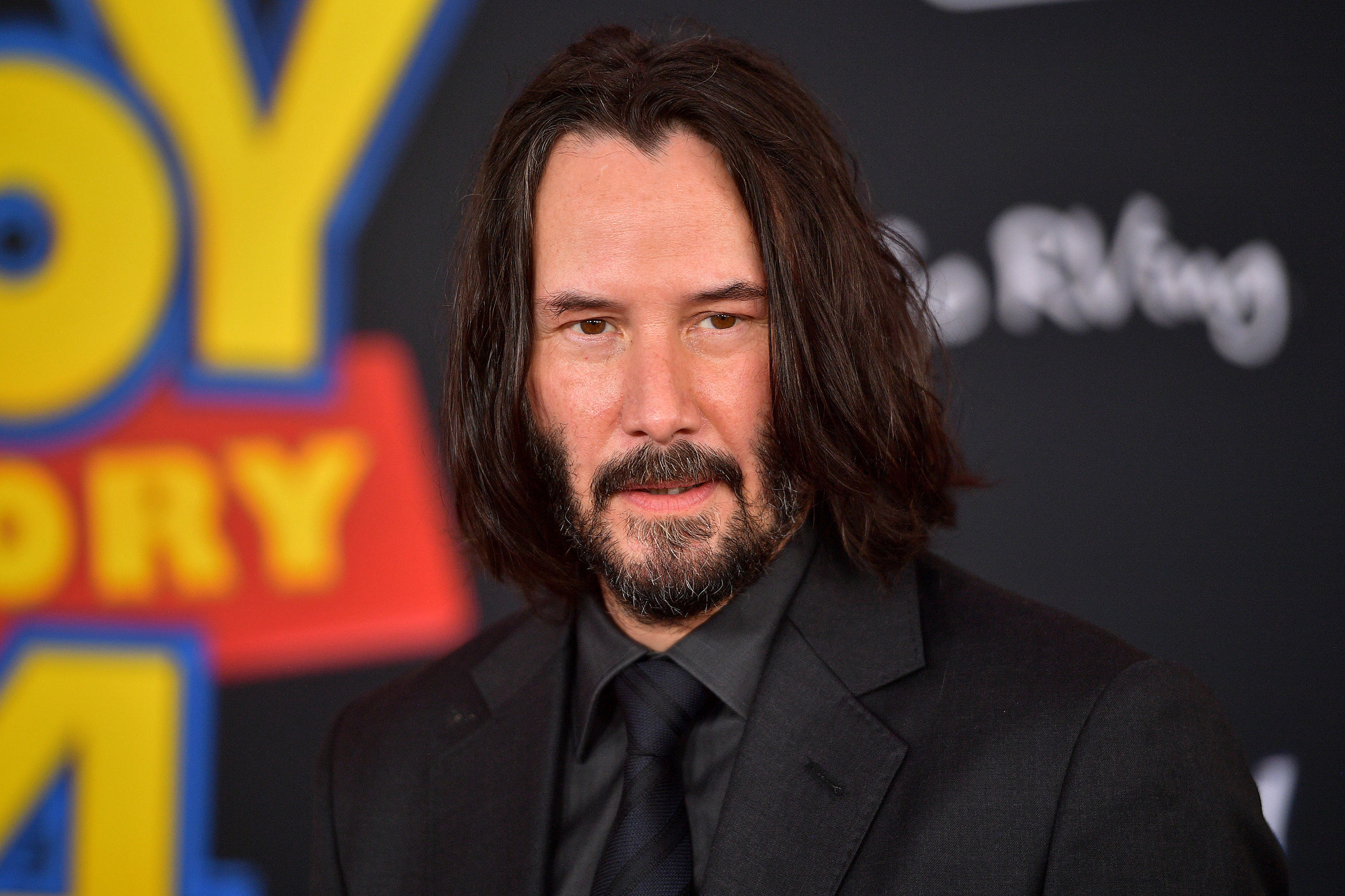 Keanu Reeves Leaves Touching Message on Family's Yard Sign While Filming in Louisiana