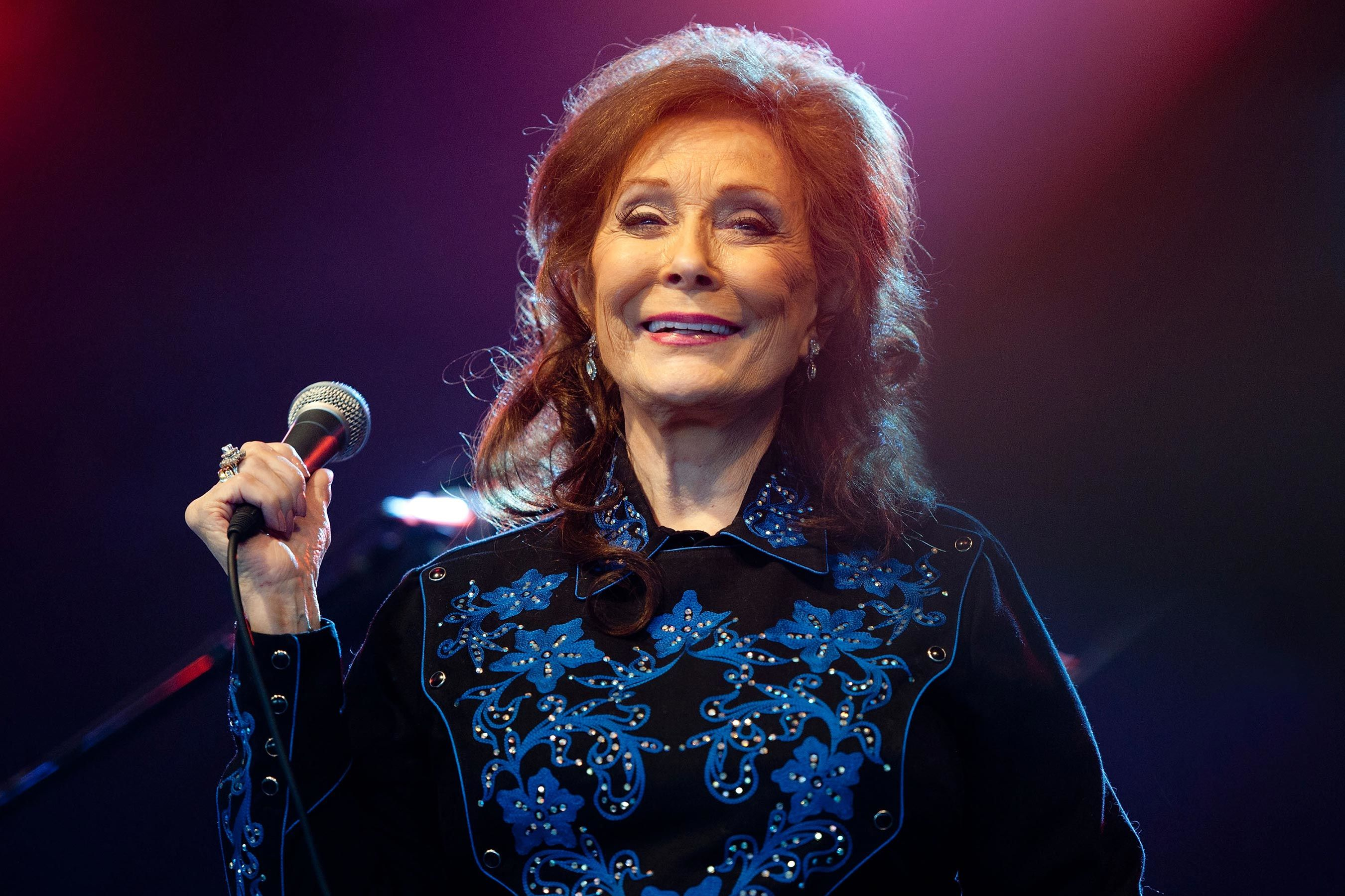 Loretta Lynn announces new album, 'Wouldn't It Be Great'