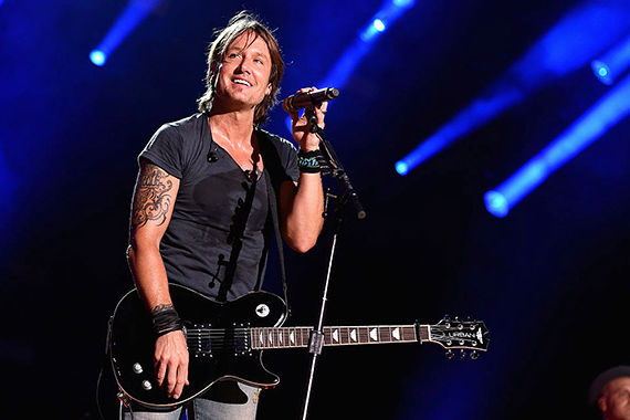 Keith Urban Honors Musicians We Lost in 2016 With Moving Medley