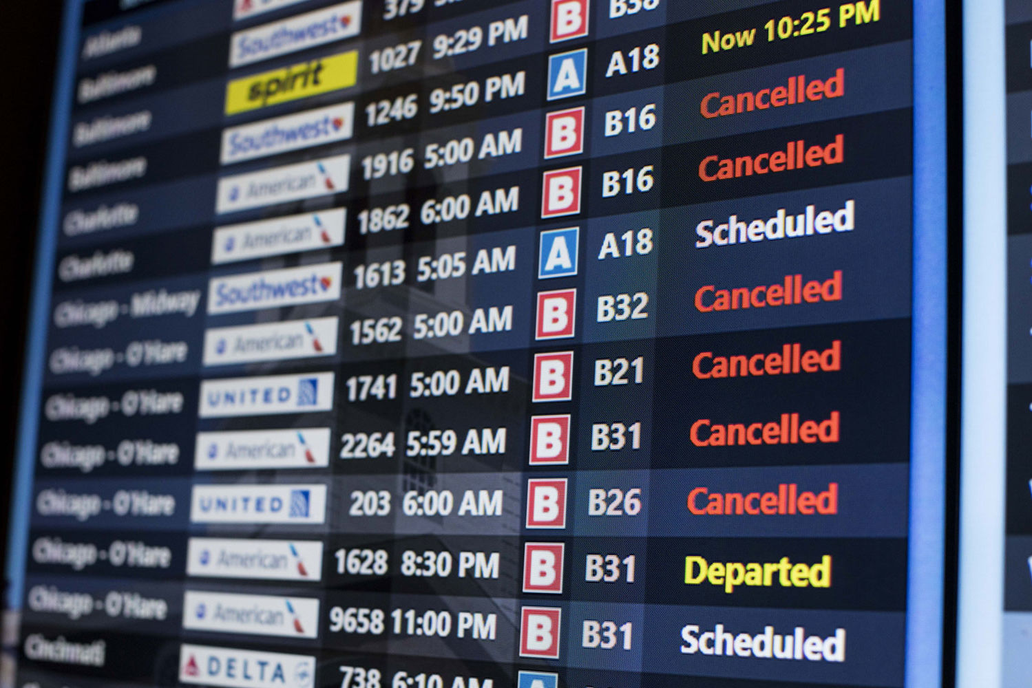 Flights Cancelled As Winter Storm Grayson Descends on the East Coast