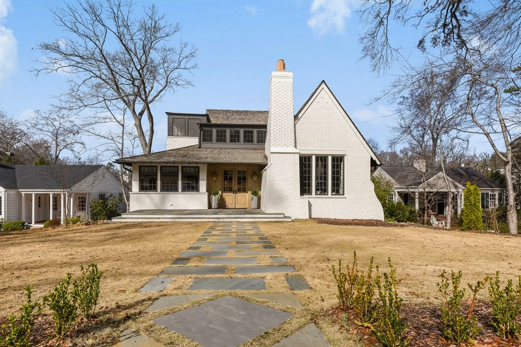Take Our New Virtual Tour Of This Stunning Listing In Birmingham, Alabama