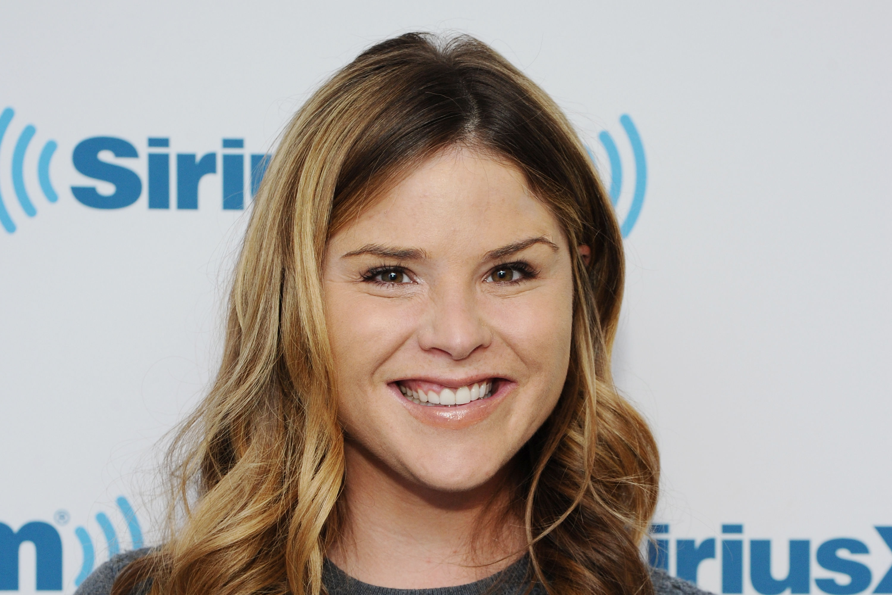 Watch Jenna Bush Hager Call Her Dad in the Middle of This 2007 Episode of Ellen