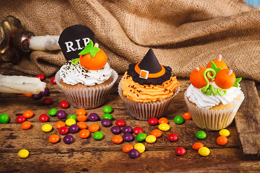 Easy Tips for Making Witch Cupcakes
