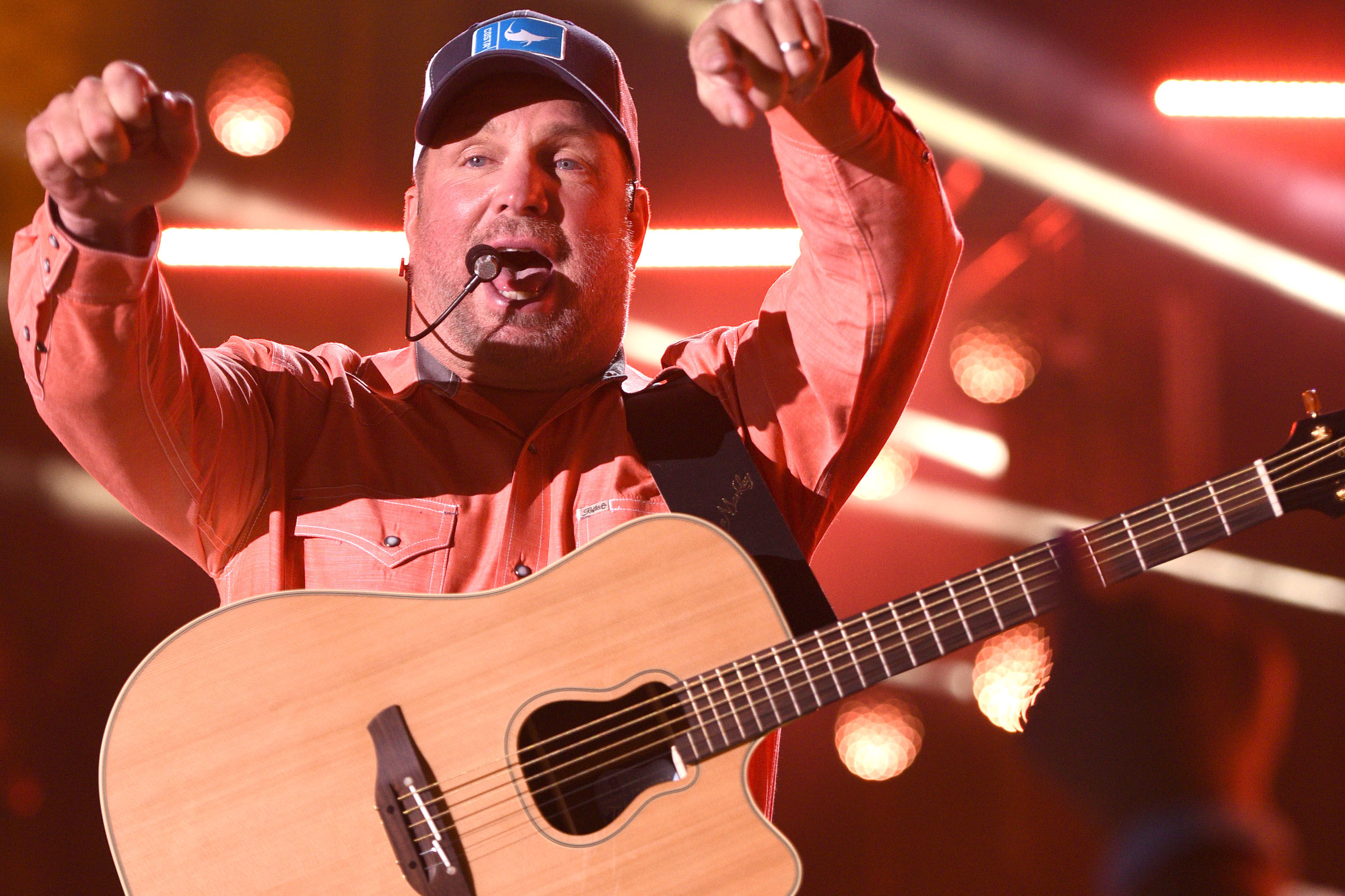 Garth Brooks Serenaded an 89-Year-Old Woman This Weekend and We Love it!