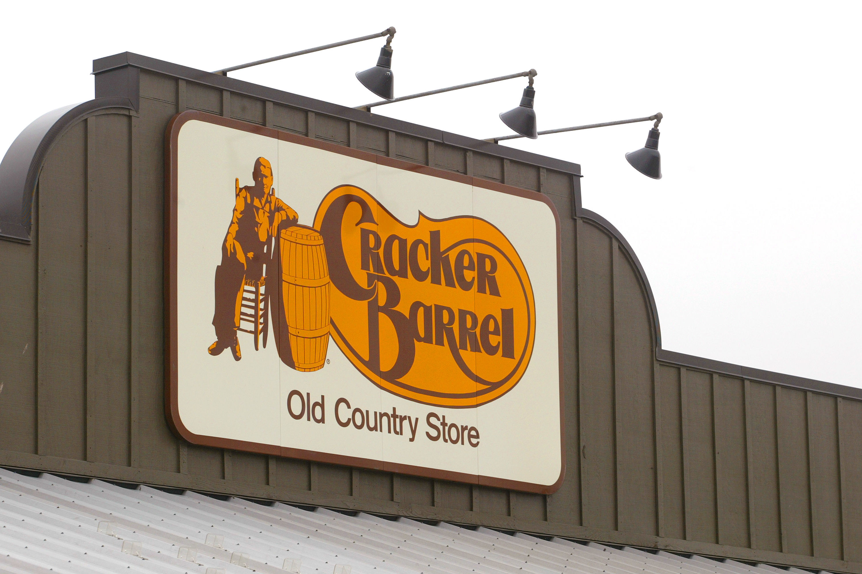 80-Year-Old Couple Has Only One More Location to Go in Quest to Visit Every Cracker Barrel in America