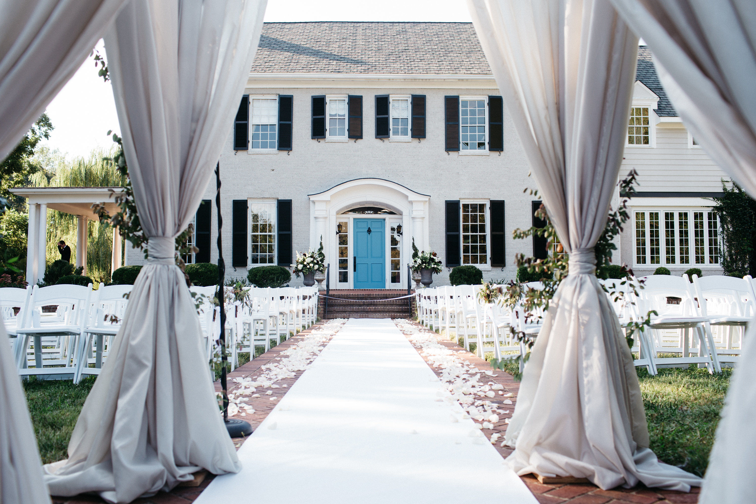 10 Things You Didn't Know About Hosting a Wedding at Home