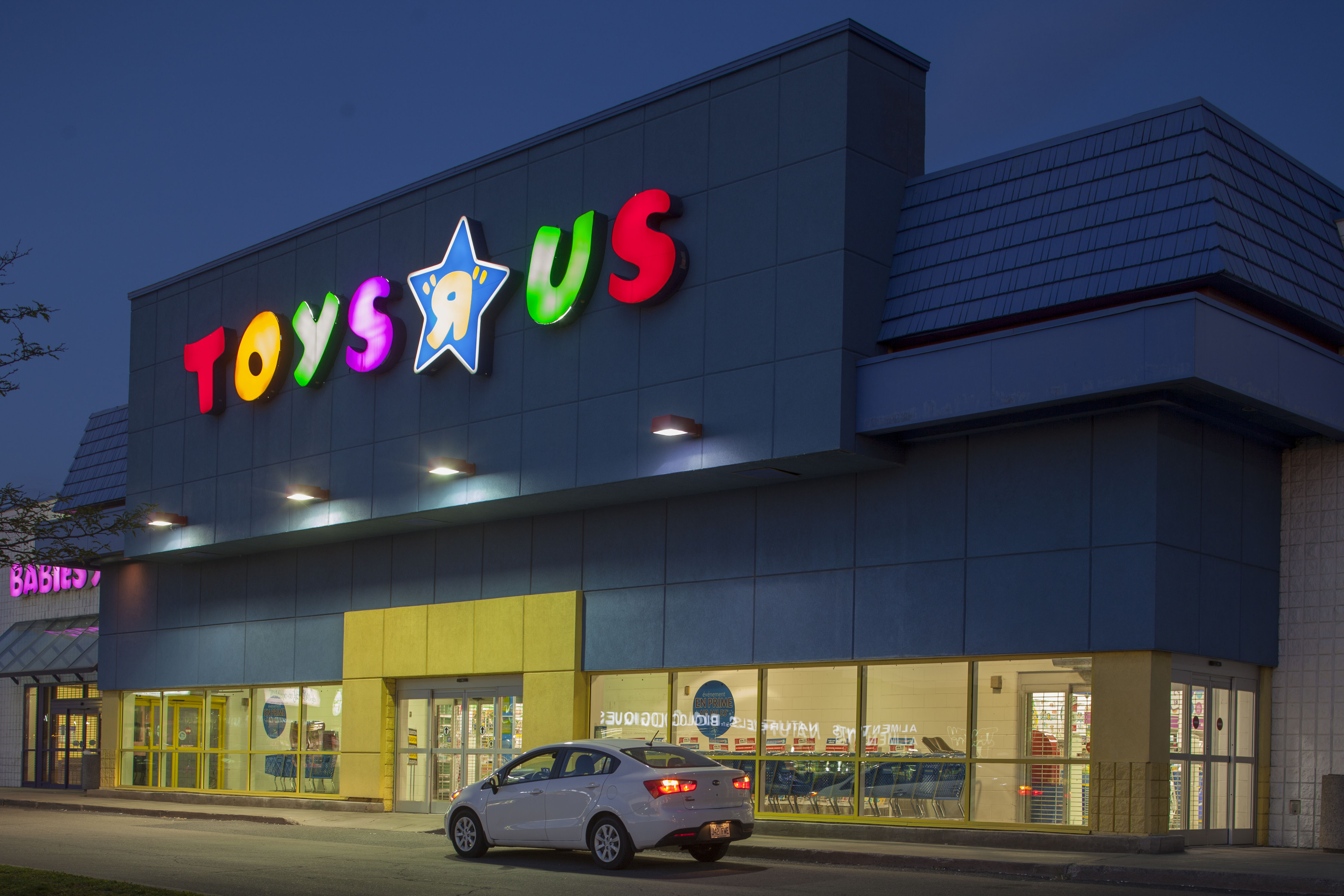 "Toys""R""Us Launches Toy Demonstrator, AKA the Coolest Job Ever"