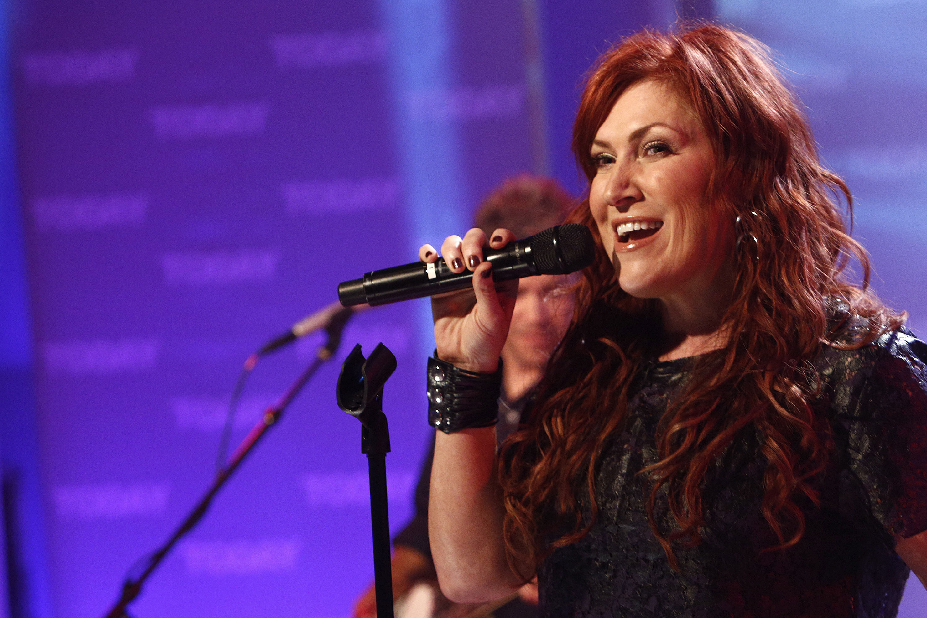 Singer Jo Dee Messina Diagnosed with Cancer