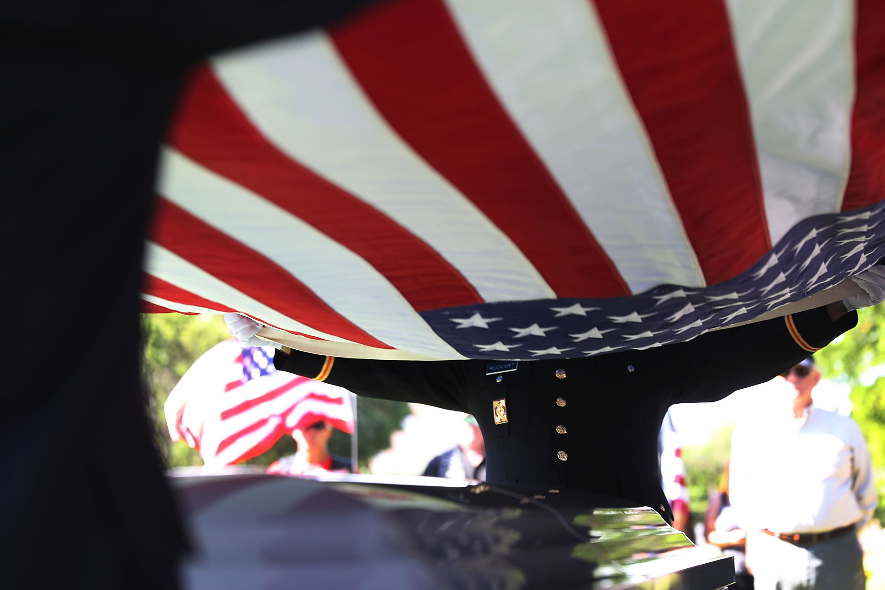 Strangers Come Together to Give Unclaimed Navy Veteran the Funeral he Deserved