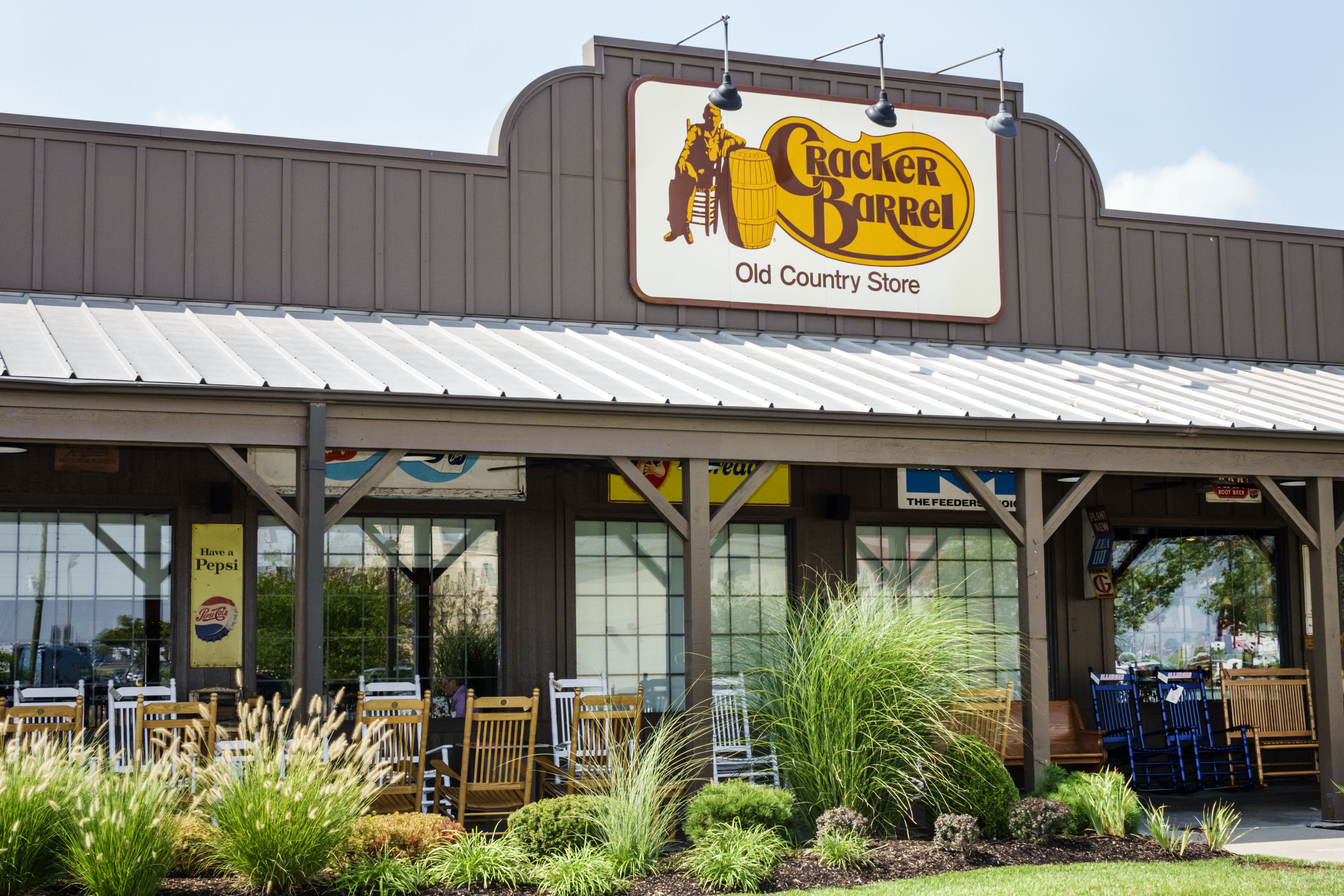 WATCH: Things Southerners Do While We Wait for a Table at Cracker Barrel