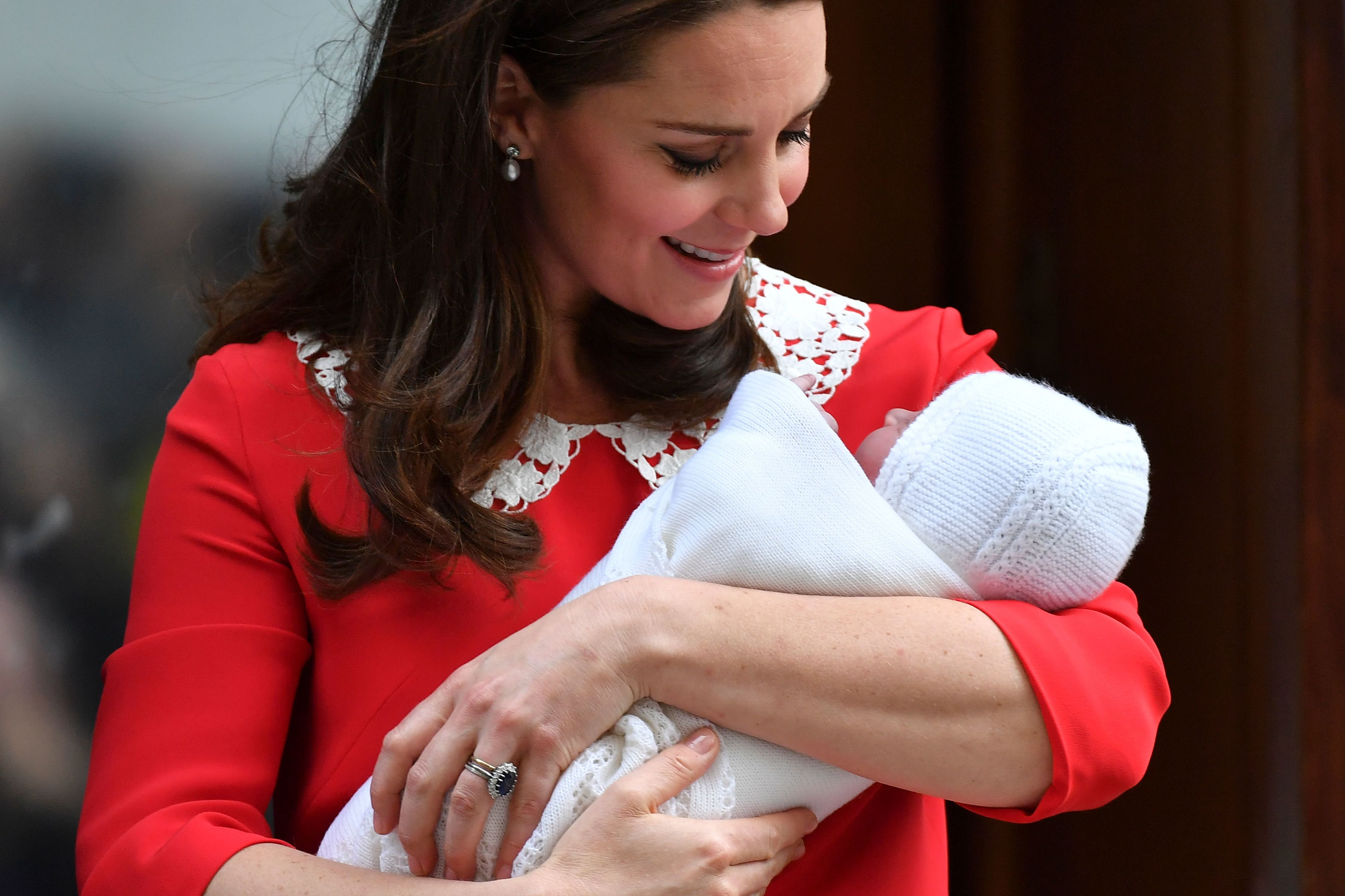 The Royal Baby Carries On A Sweet 69-Year Blanket Tradition