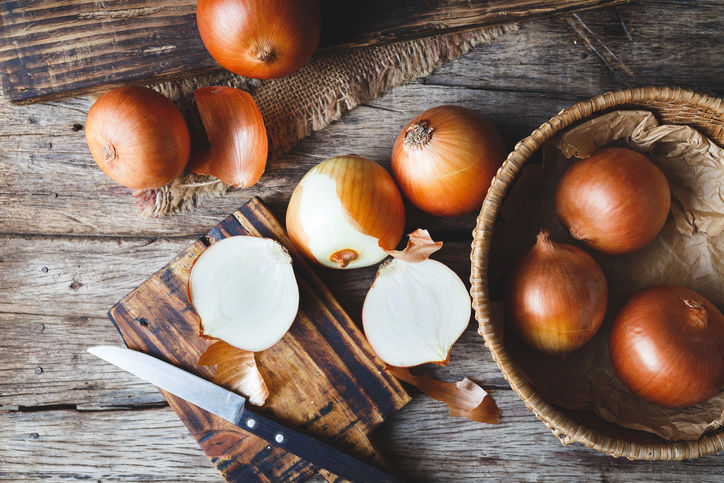 The Easy Trick to Get Rid of Stinky Onion Hands